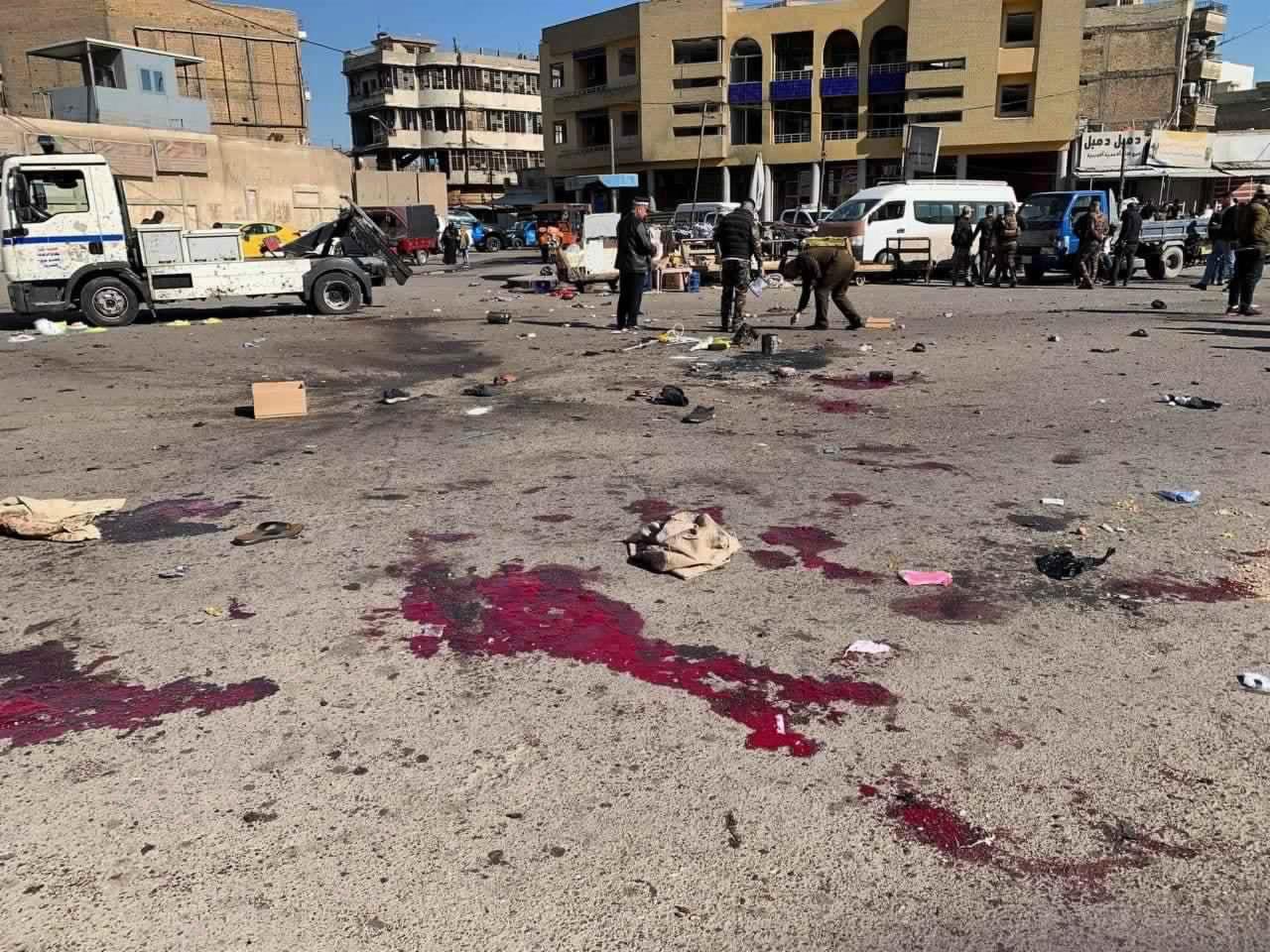 當地時間1月21日,伊拉克巴格達市中心發生自殺式爆炸襲擊。據報道,爆炸襲擊已造成28人死亡,73人受傷。圖為爆炸現場。(美聯社)