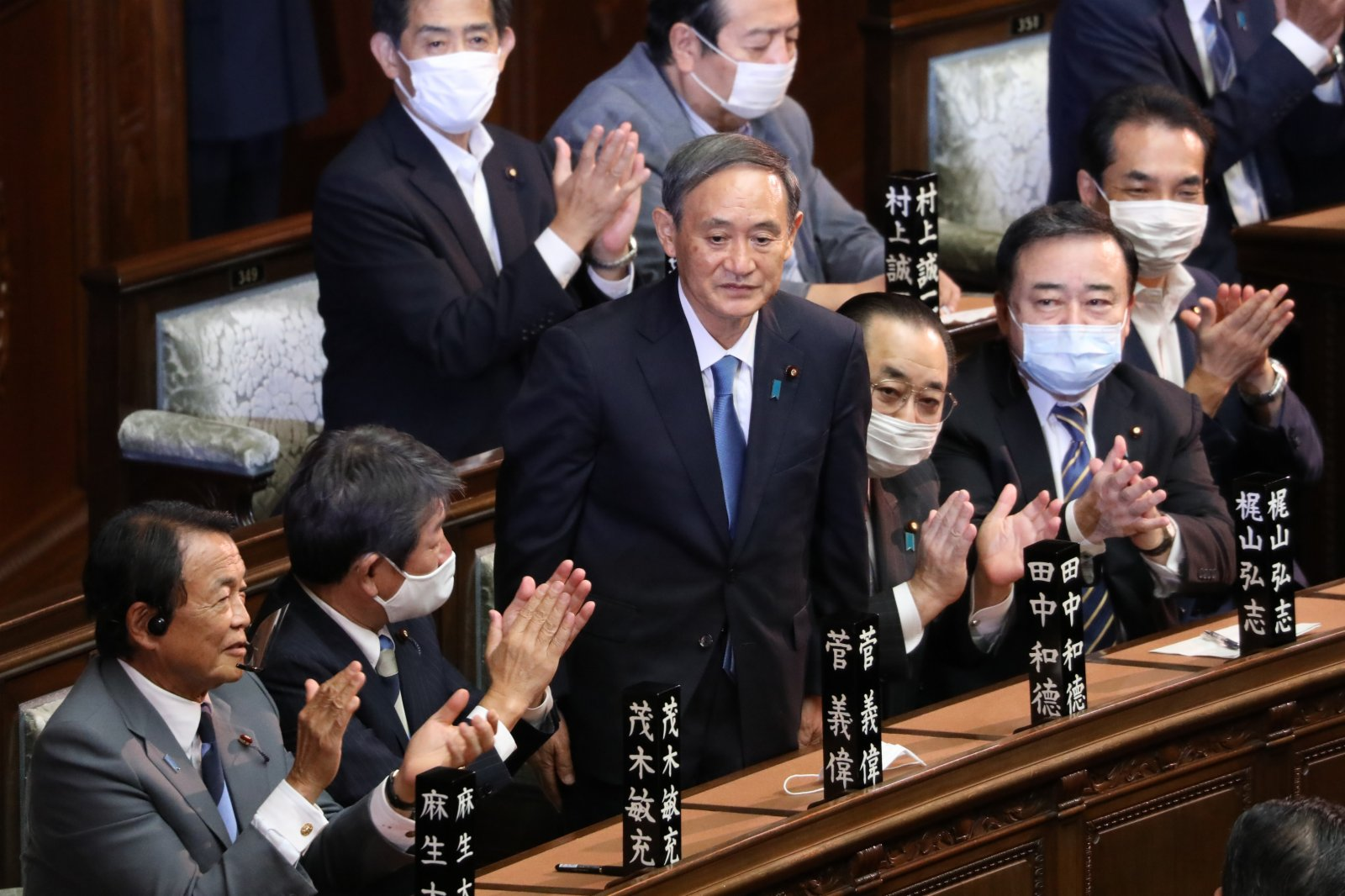 Support for Kan's cabinet fell to 33%