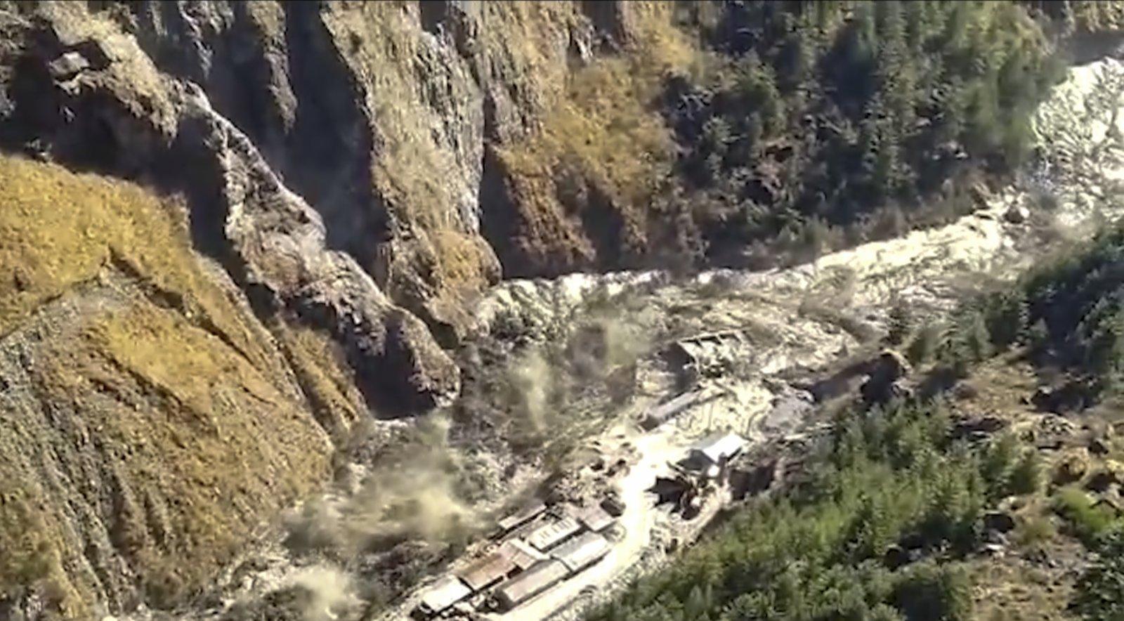 當地時間2月7日,印度北部發生冰川斷裂,引發洪水。(美聯社)