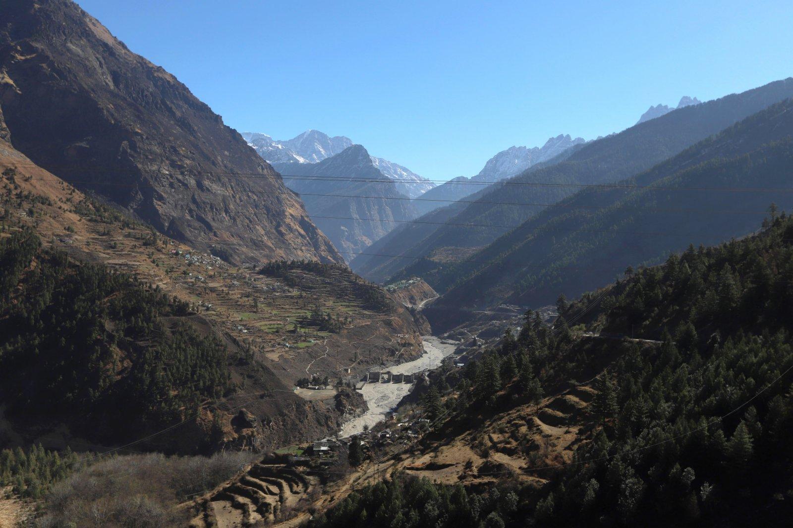 這是2月8日在印度北阿肯德邦傑莫利地區拍攝的被毀的水壩。