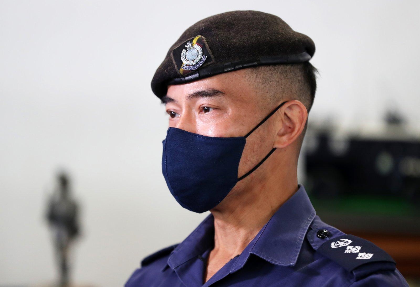 香港警務處警察機動部隊總部校長陳健國接受採訪。(新華社)