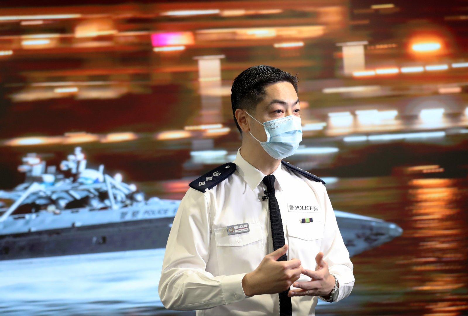 香港警務處公共關係科總警司郭嘉銓接受採訪。(新華社)