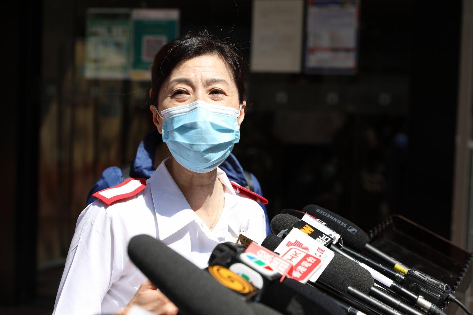 東區醫院病房經理梁翠瑩表示,在隔離病房工作有感染風險,為了讓病人和自己安心,減低感染風險,特地前來打針。她形容接種疫苗後沒有疼痛感,希望廣大市民能夠儘快接種疫苗,提高群體免疫能力,讓香港盡早走出疫情。(大公文匯全媒體記者攝)