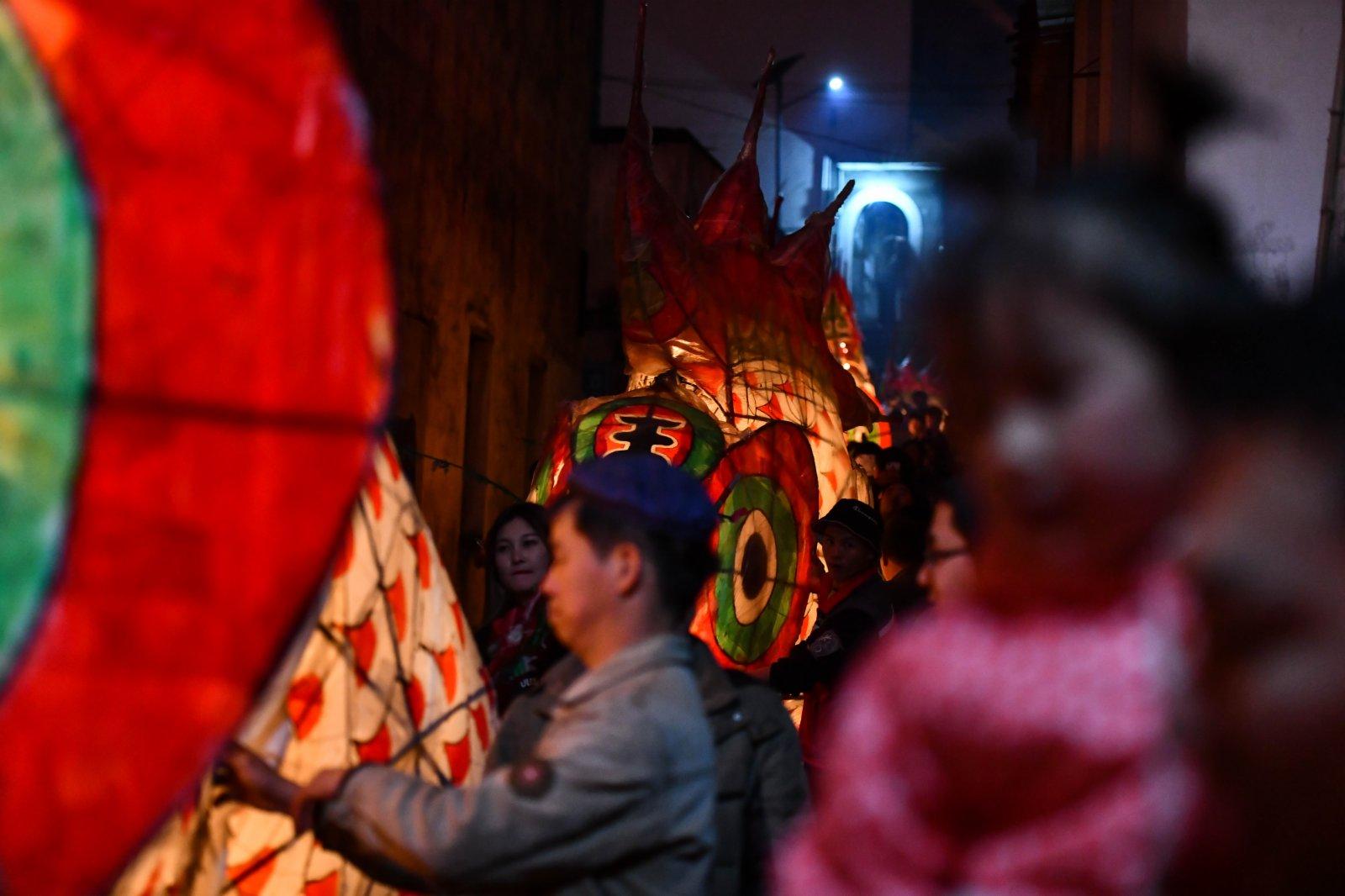 據了解,嬉魚燈是當地的獨特民俗活動,已傳承600多年,旨在祝福新的一年一帆風順、五穀豐登、年年有餘。(新華社)