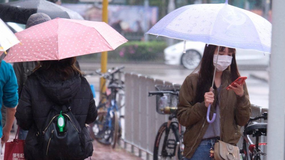 3月4日下午及晚上天氣多雲有幾陣雨