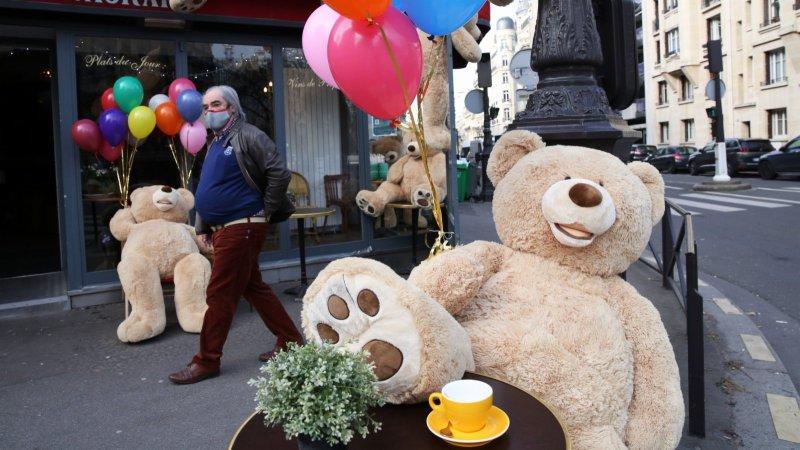 巴黎:餐館關門 大熊捧場