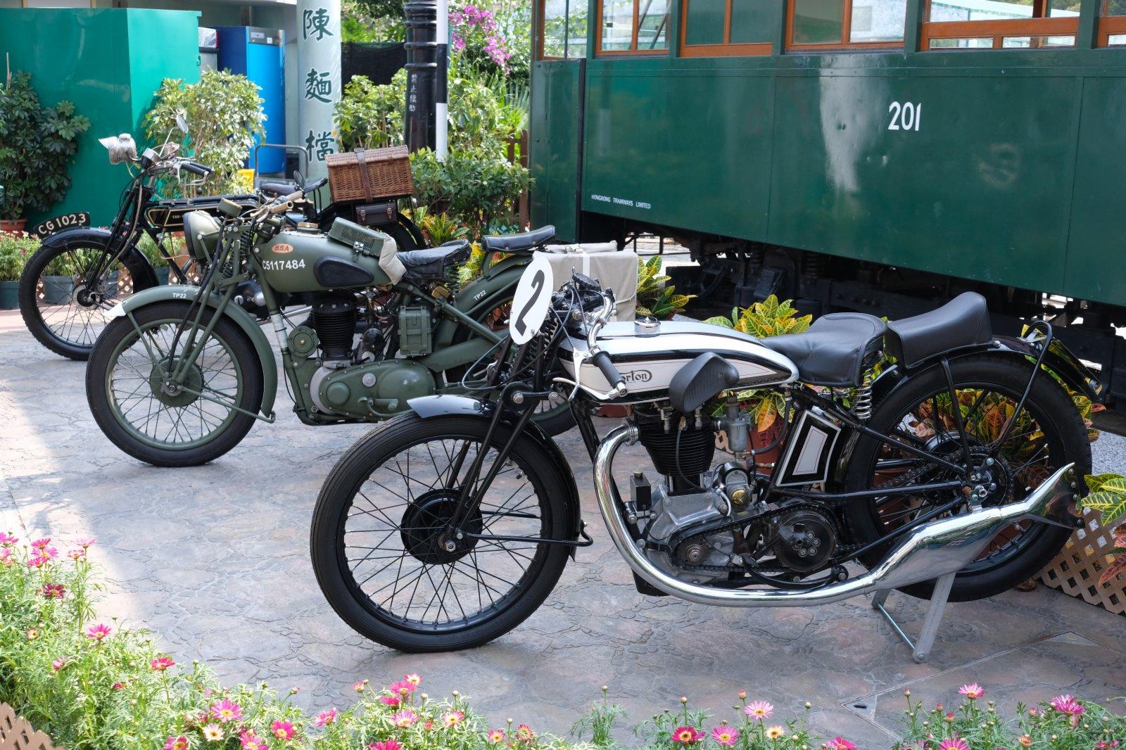 圖為古董摩托車。