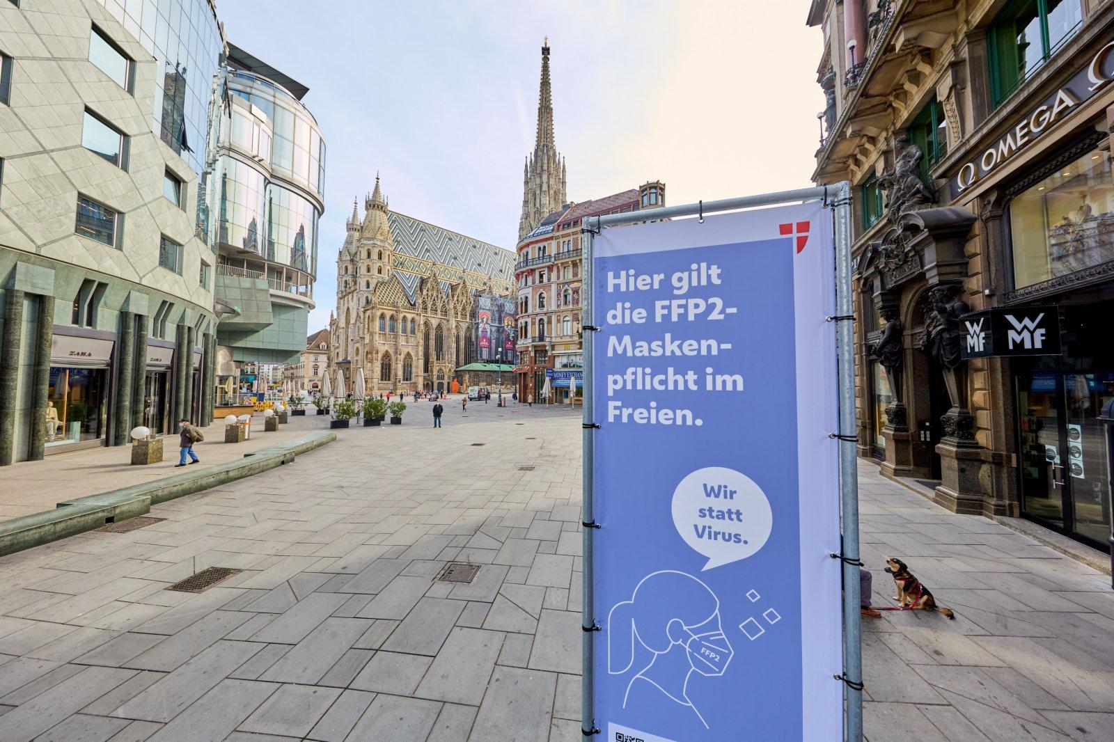 4月1日,在奧地利維也納,一條購物步行街上人流稀少。(新華社)