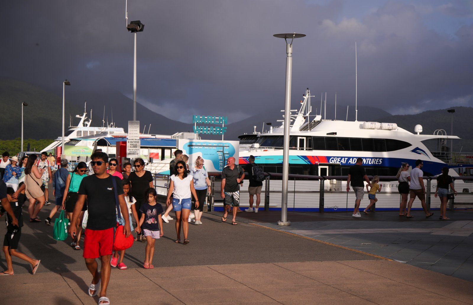 4月2日,遊客在澳大利亞凱恩斯出海。(新華社)