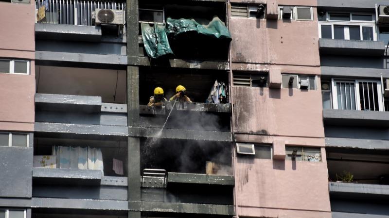 邨榮樓一單位起火 消防員及時趕到將火救熄