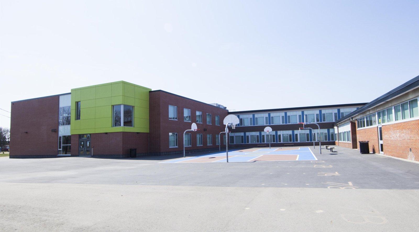 這是4月7日在加拿大多倫多拍攝的一所關閉的學校。(新華社)