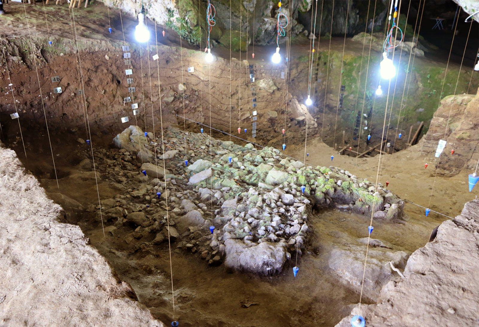 貴州貴安新區招果洞遺址發掘區(資料照片)。