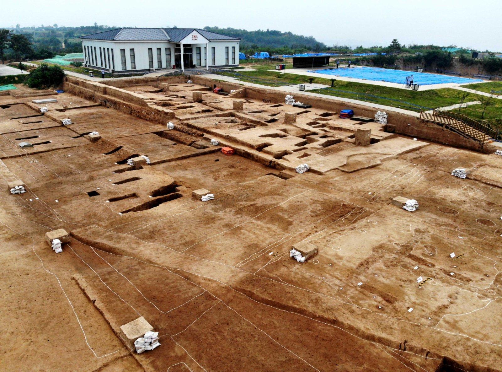 2019年8月27日在河南省鞏義市河洛鎮拍攝的雙槐樹遺址(無人機照片)。
