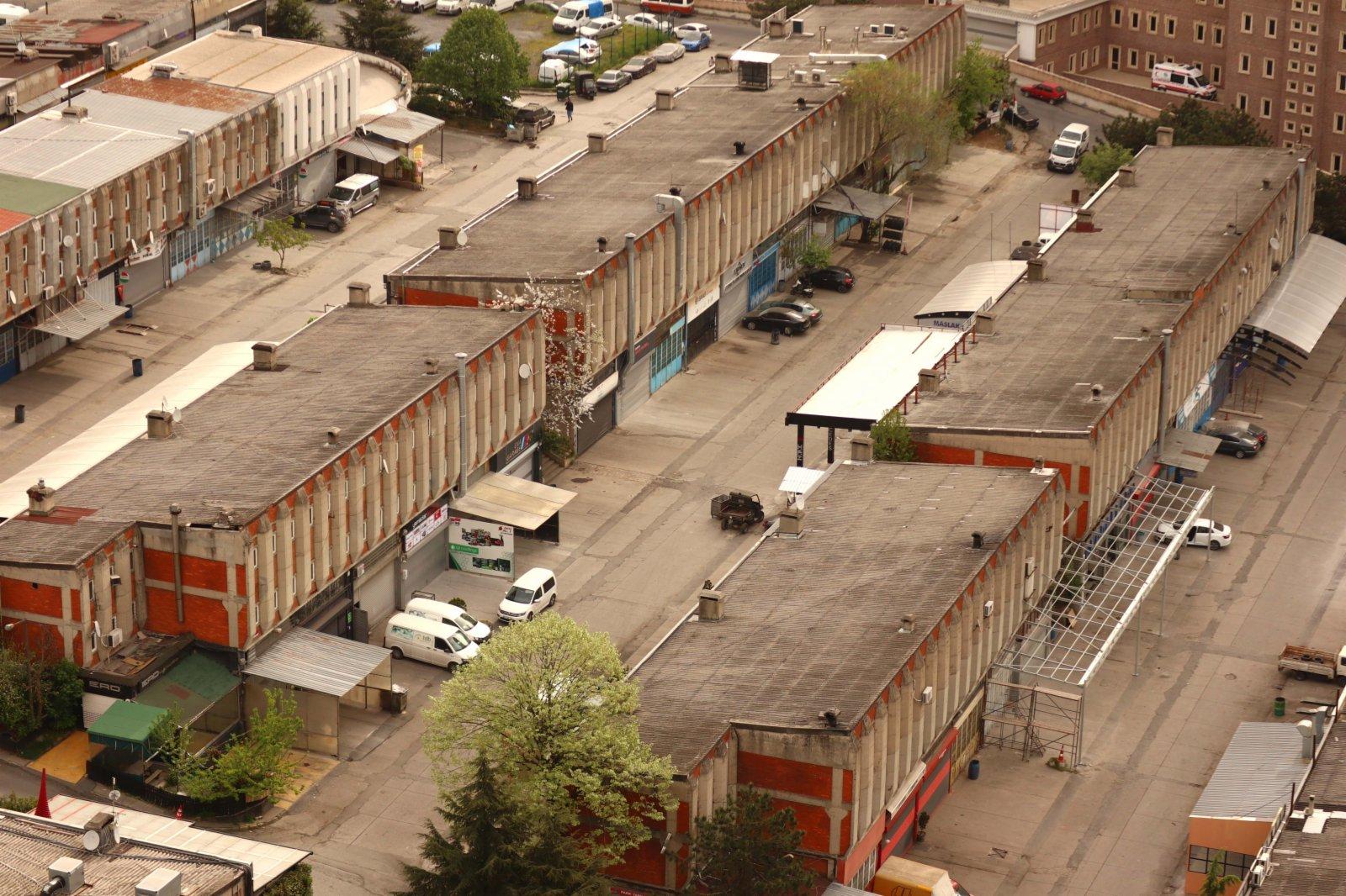 這是5月3日在土耳其伊斯坦布爾拍攝的臨時關閉的汽車配件商鋪。(新華社)