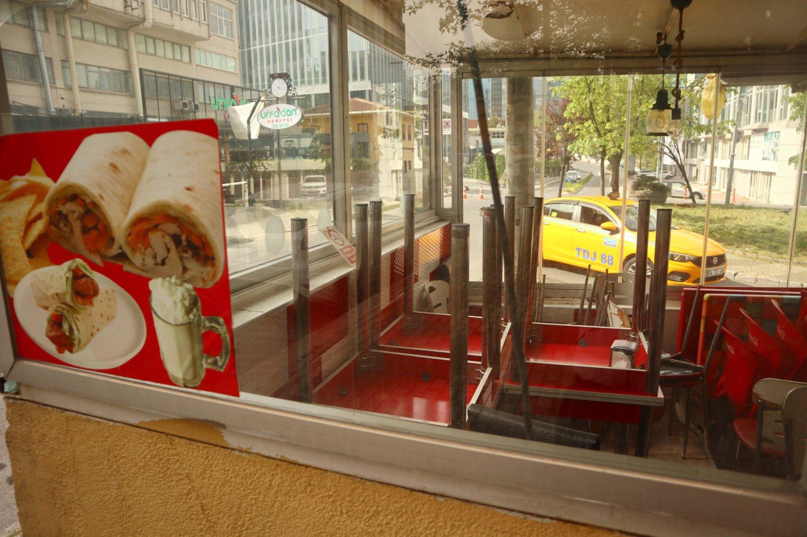 這是5月3日在土耳其伊斯坦布爾拍攝的一家餐廳關閉的堂食區。(新華社)