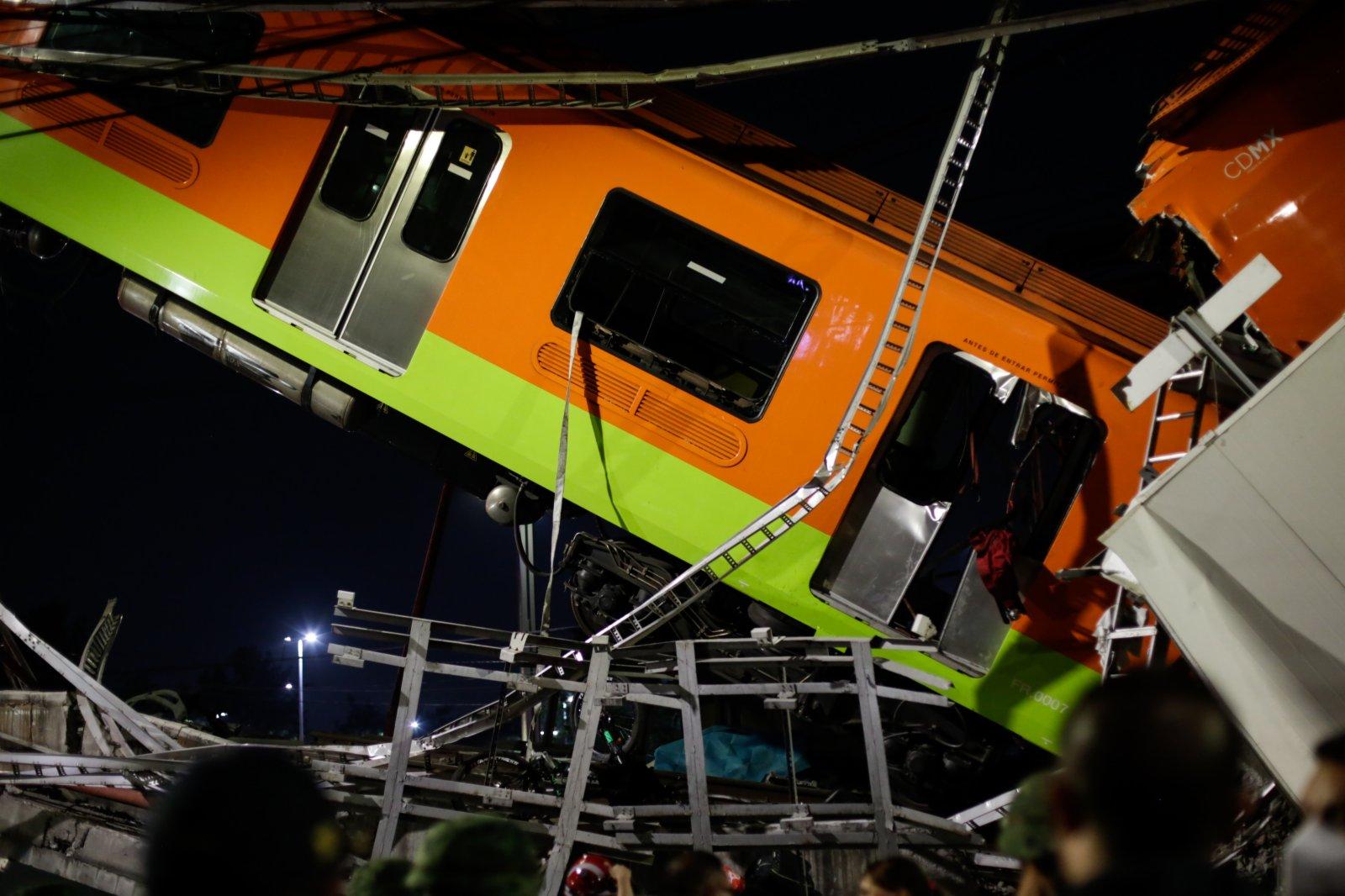 這是5月3日在墨西哥首都墨西哥城拍攝的坍塌事故現場。