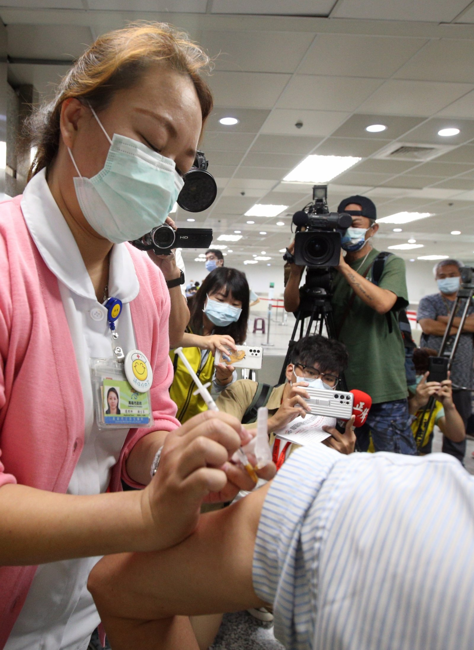 陳肇始:打完兩針疫苗滿14天 可縮短檢疫期
