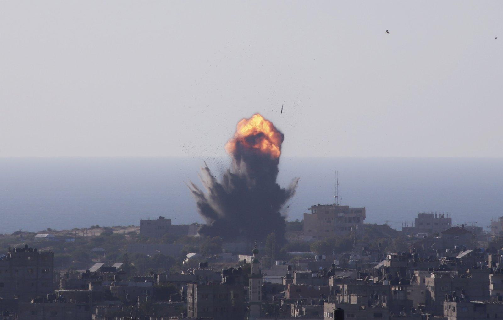 5月13日,加沙地帶拉法遭以色列空襲。(新華社)
