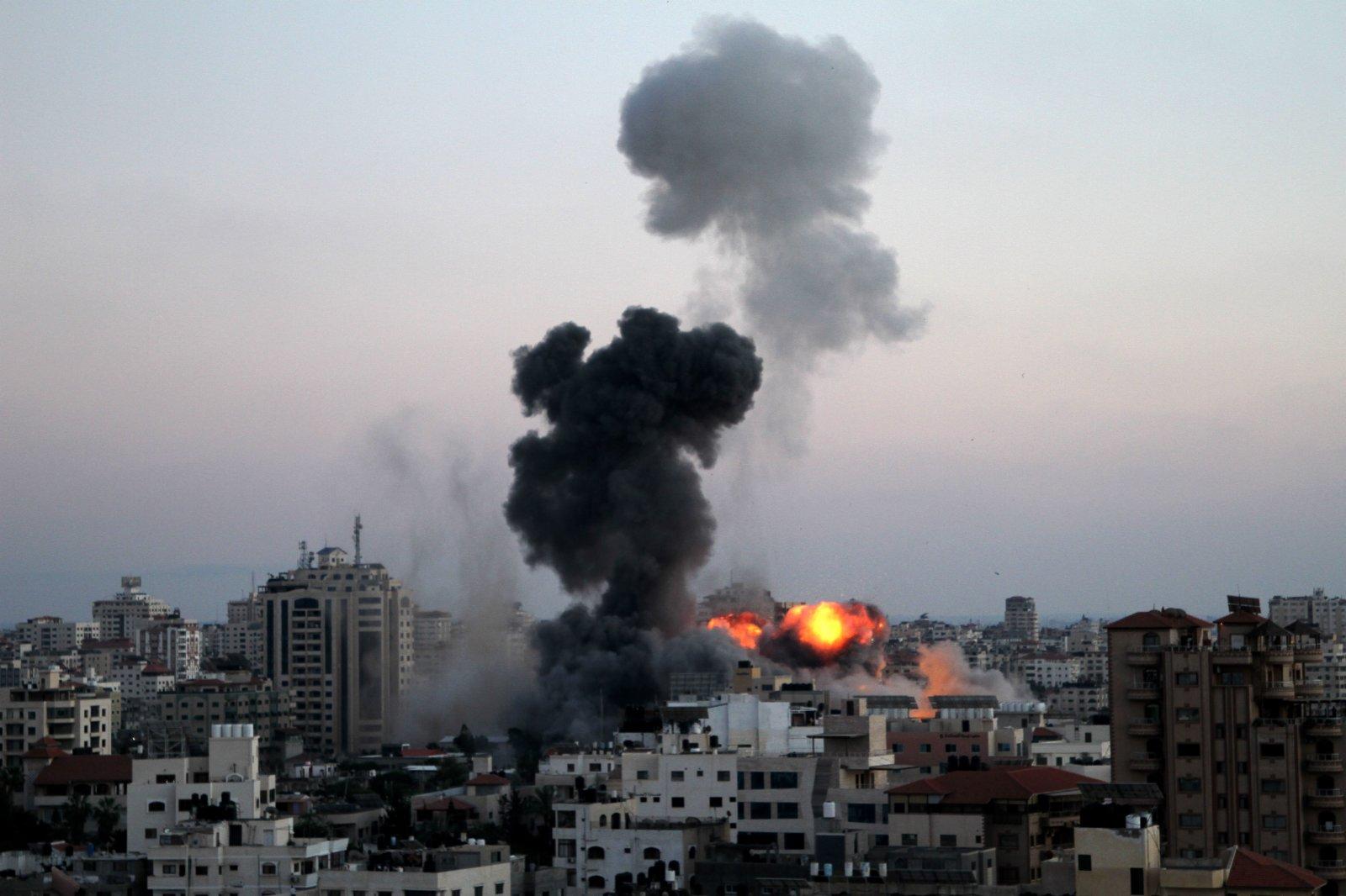 5月14日,加沙城一處地點遭以軍空襲。