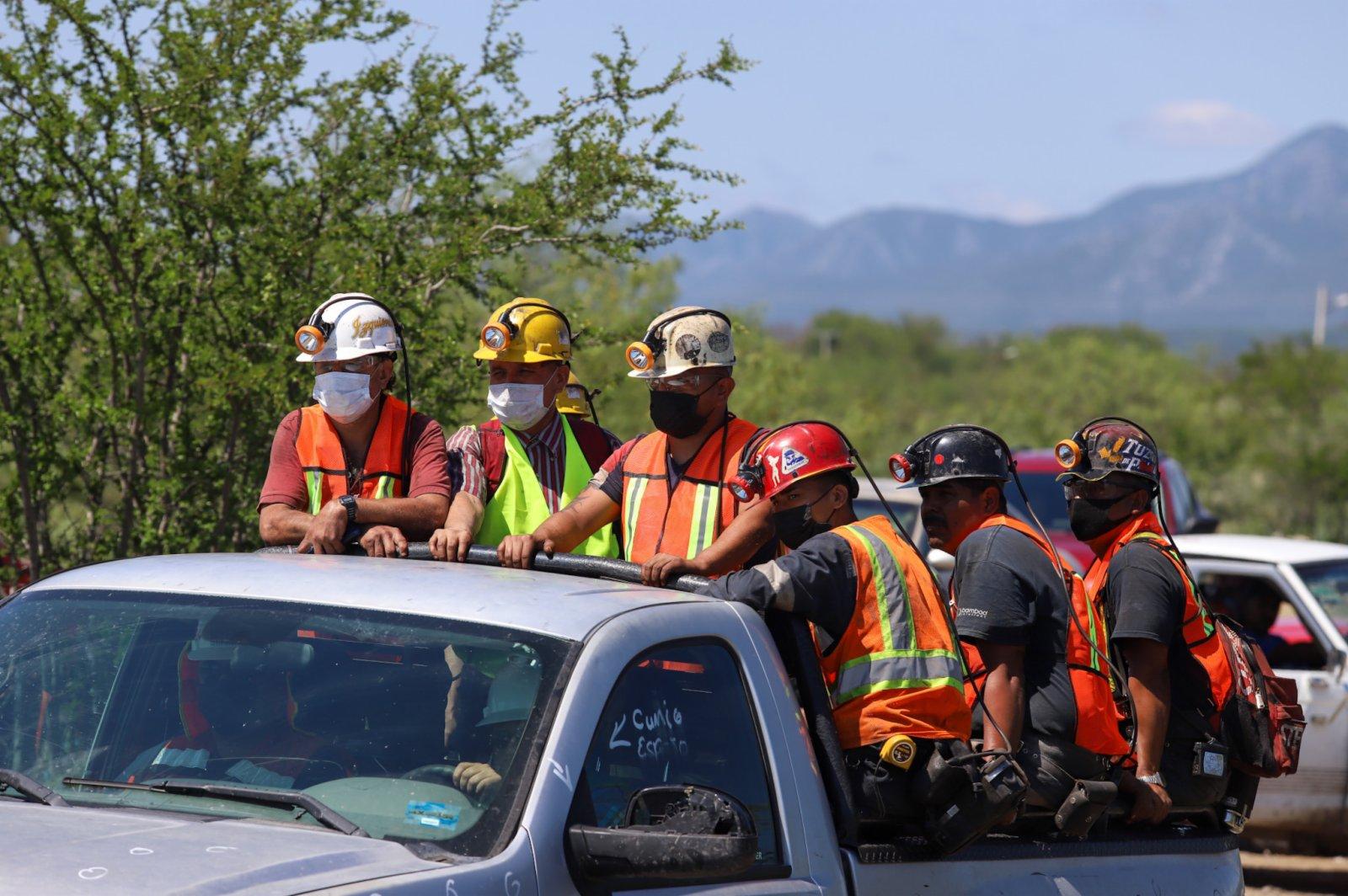 6月5日,救援人員到達墨西哥科阿韋拉州穆斯基斯市的煤礦垮塌現場。(新華社)