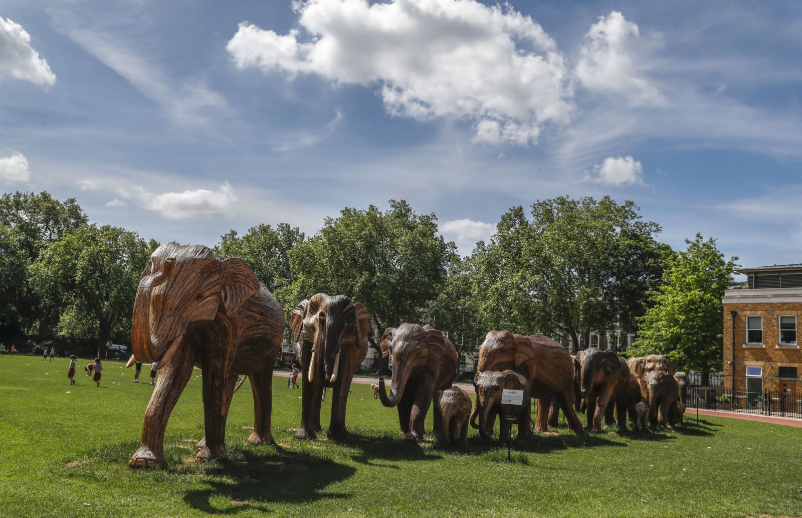6月8日在英國倫敦切爾西街頭拍攝的大象藝術品。(新華社)