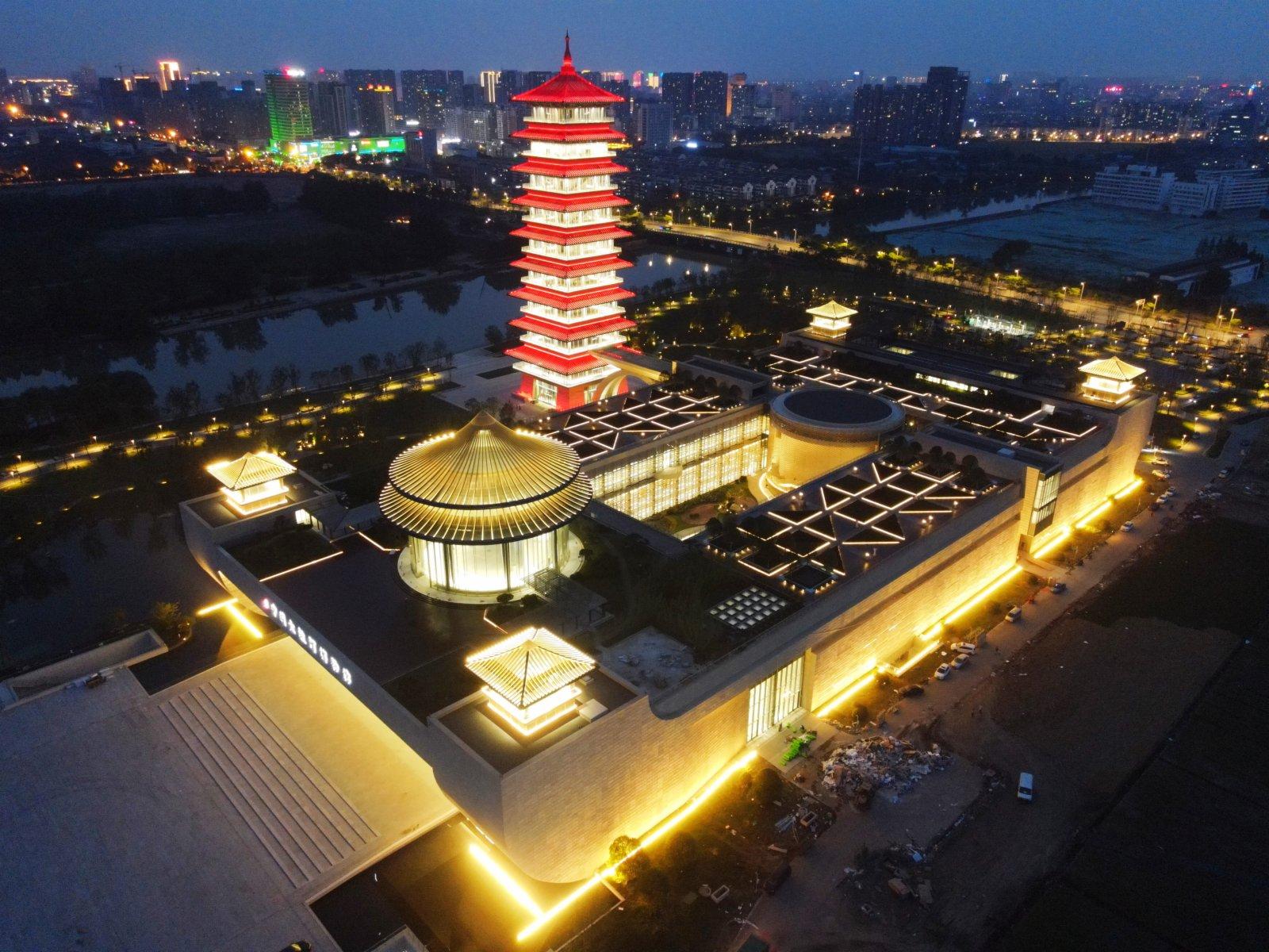 6月8日拍攝的揚州中國大運河博物館夜景(無人機照片)。(新華社)