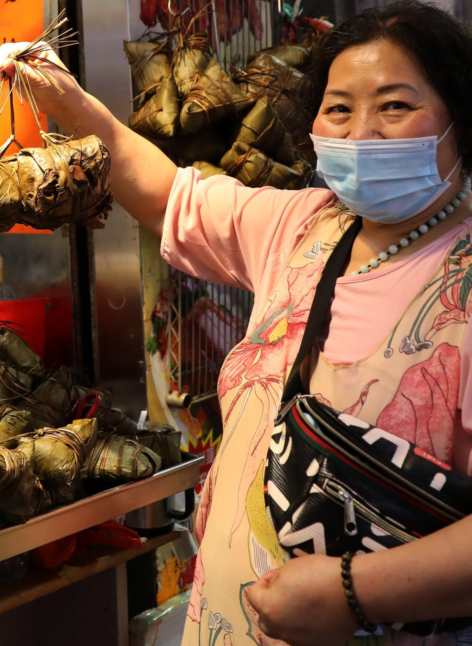 香港端午佳節氣氛漸濃 市民齊盼穩定繁榮