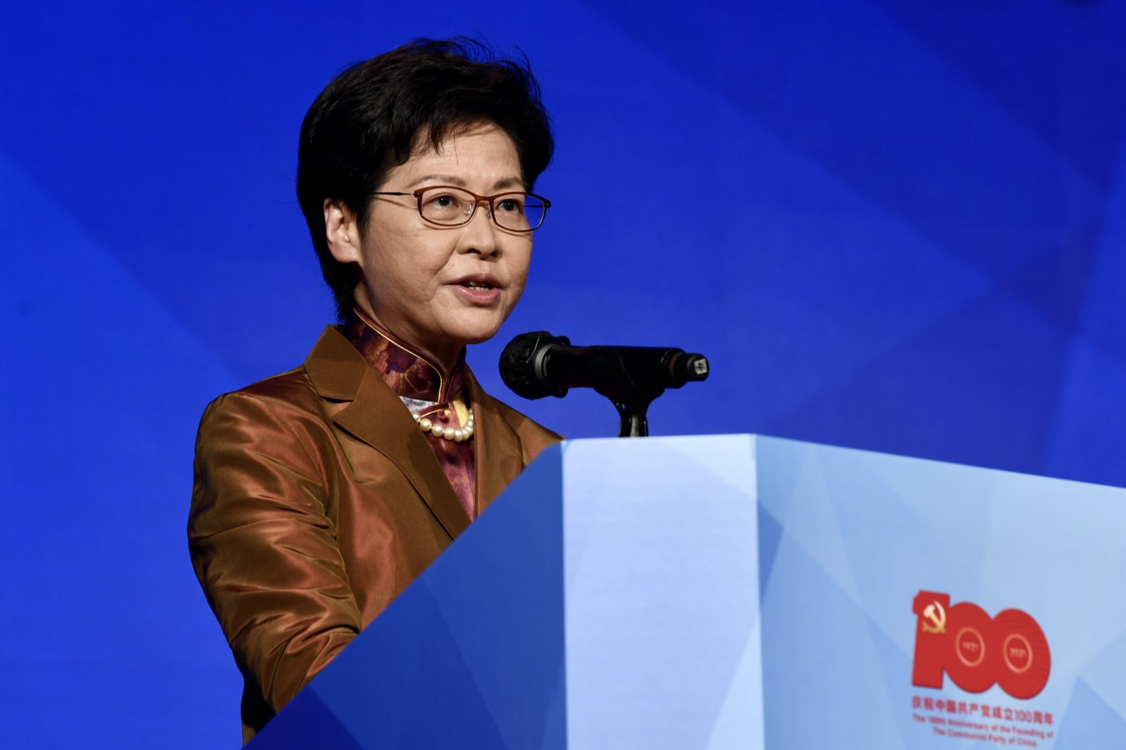 圖為香港特區行政長官林鄭月娥出席研討會並致辭。 (中新社)