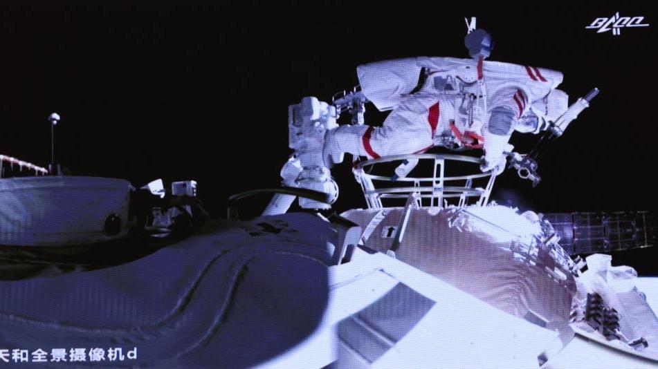 神舟十二號乘組兩名航天員已出艙