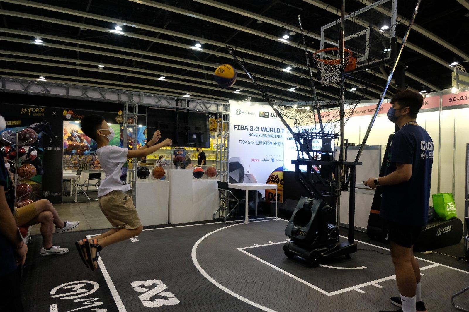 博覽會上展出各類休閒和體育用品。(大公文匯全媒體記者麥鈞傑攝)