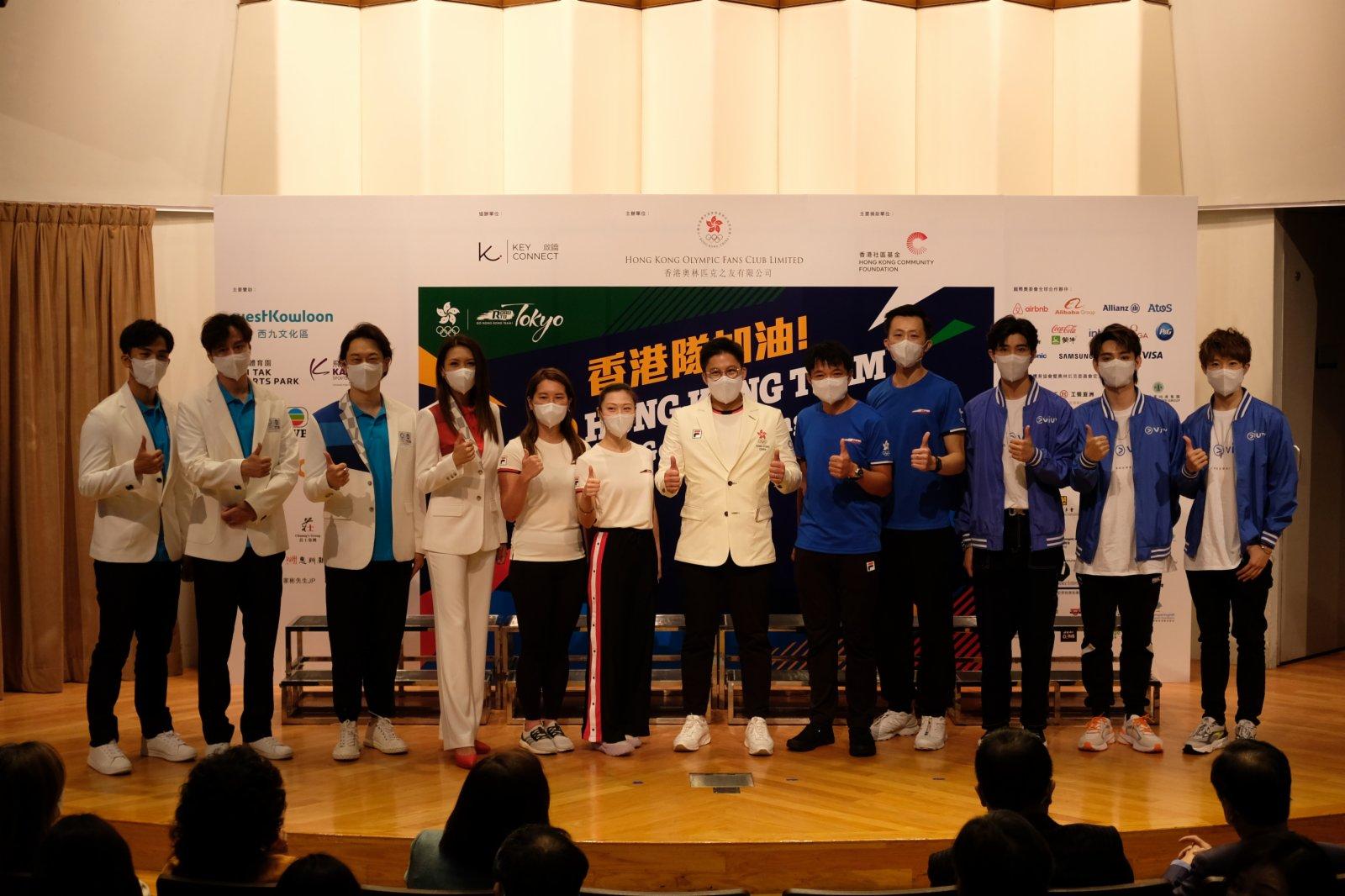 香港奧林匹克之友主席霍啟剛與出席活動的藝人及運動員合影。(大公文匯全媒體記者麥俊傑攝)
