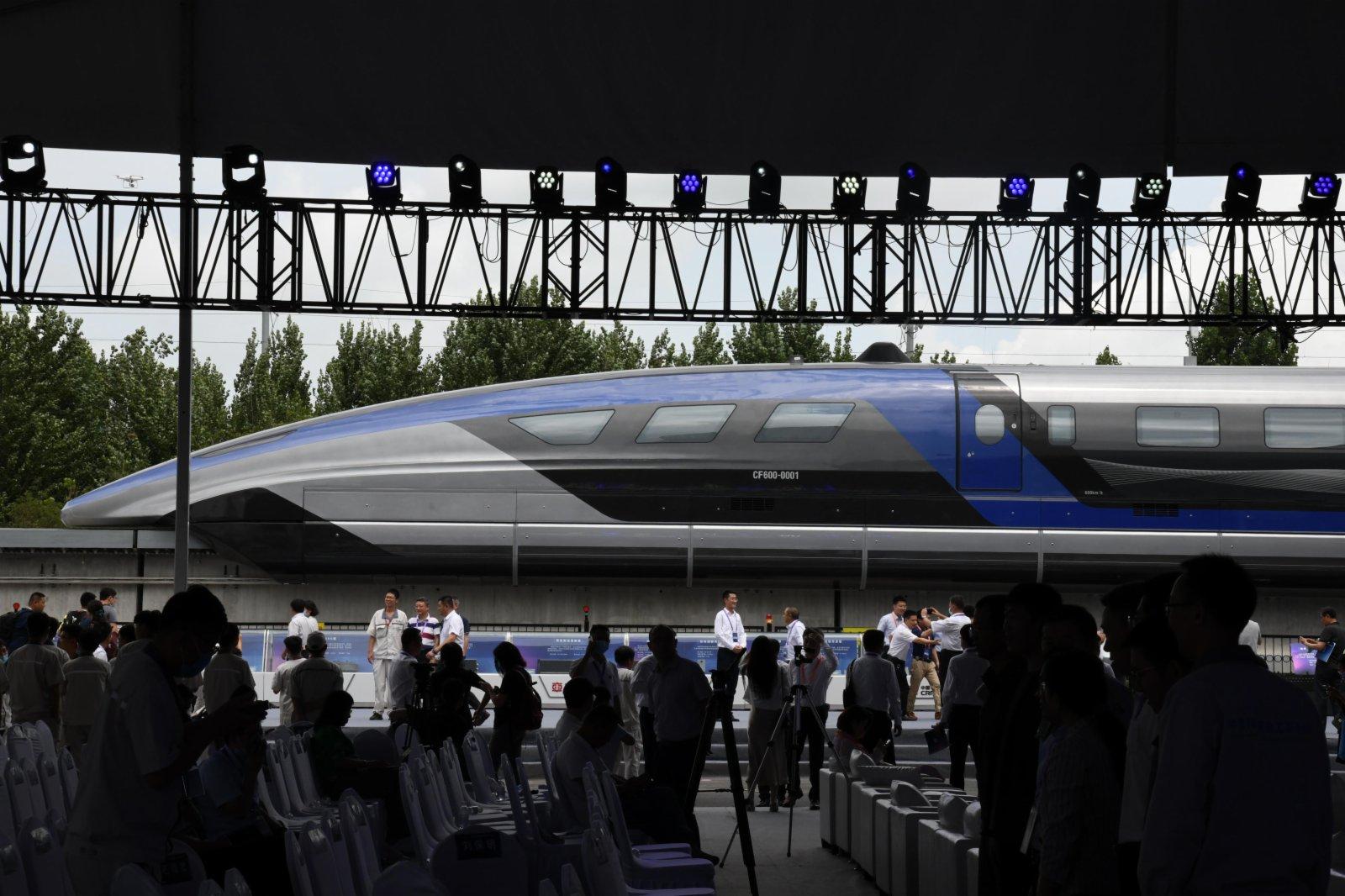 這是7月20日在山東青島拍攝的時速600公里高速磁浮交通系統下線儀式現場。
