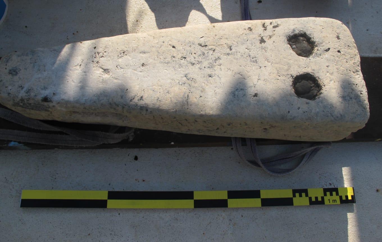 當地時間19日,在埃及地中海北部海岸阿布齊爾的托尼斯赫拉克利翁(Thonis Heracleion)沉沒的城市中發現了一塊石頭。