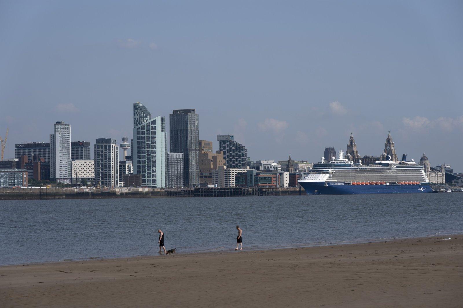 這是7月21日在英國利物浦拍攝的利物浦海上商城碼頭頂區域。(新華社)