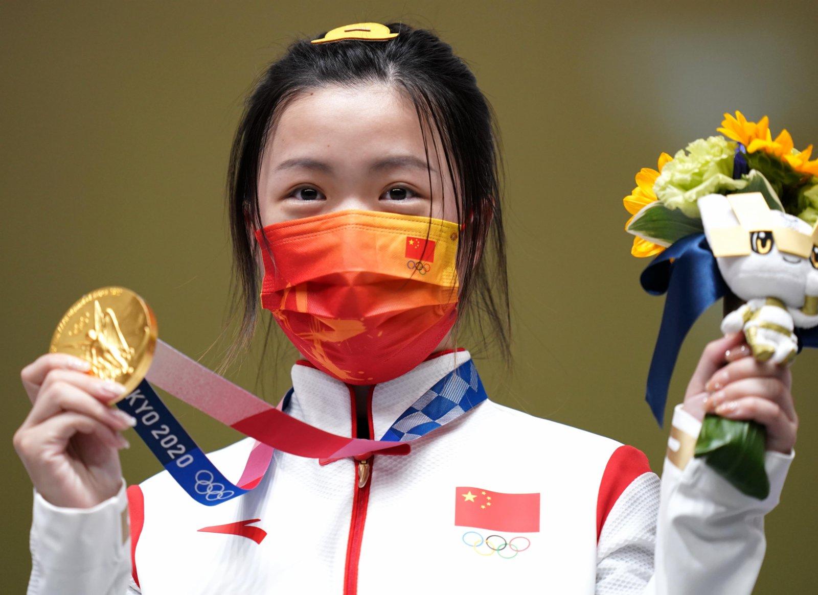 7月24日,楊倩在頒獎儀式上。(新華社)