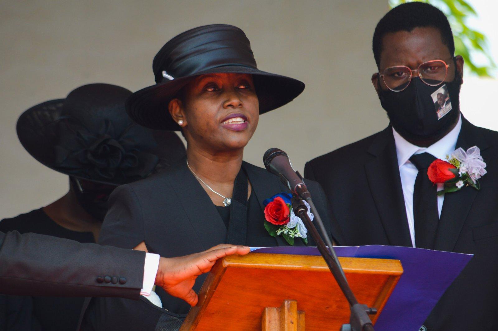 7月23日,在海地城市海地角,莫伊茲的遺孀馬蒂娜在葬禮上講話。(新華社)