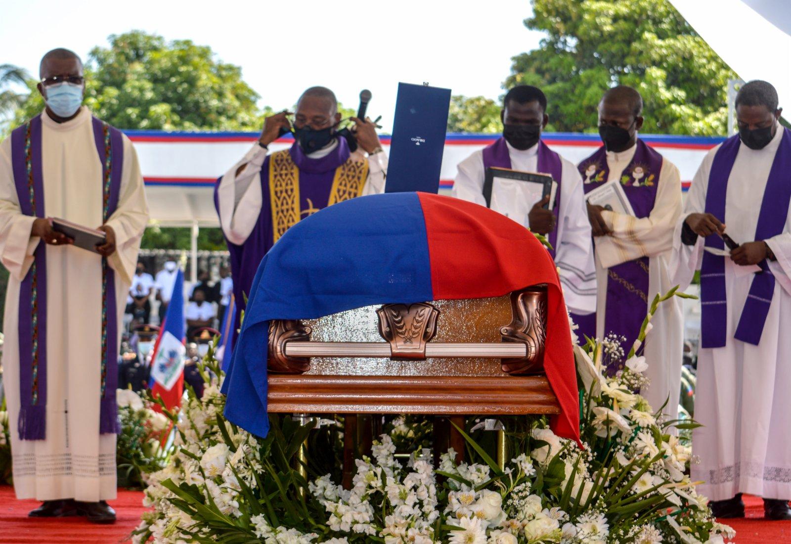 這是7月23日在海地城市海地角拍攝的總統莫伊茲的棺槨。(新華社)