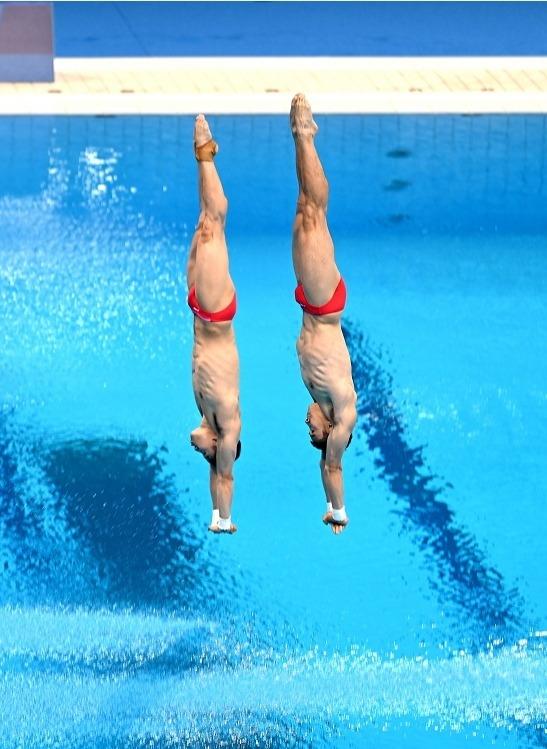 曹緣與陳艾森獲得跳水男子雙人10米跳台銀牌