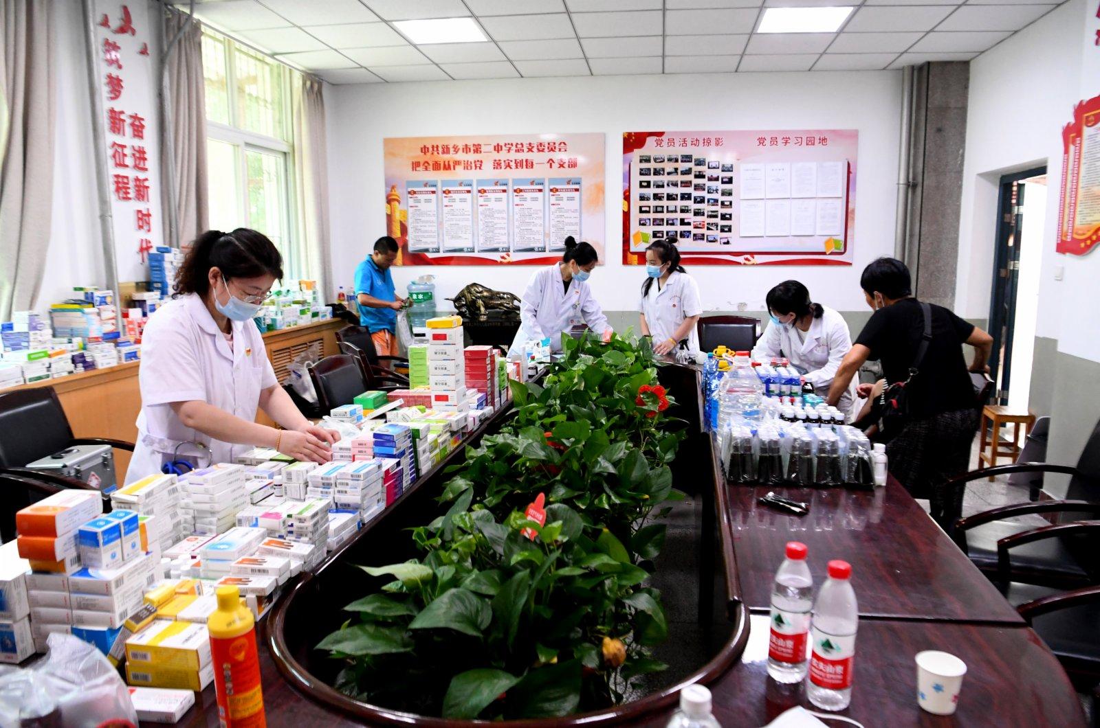 在河南省新鄉市第二中學安置點拍攝的臨時醫療救助點。