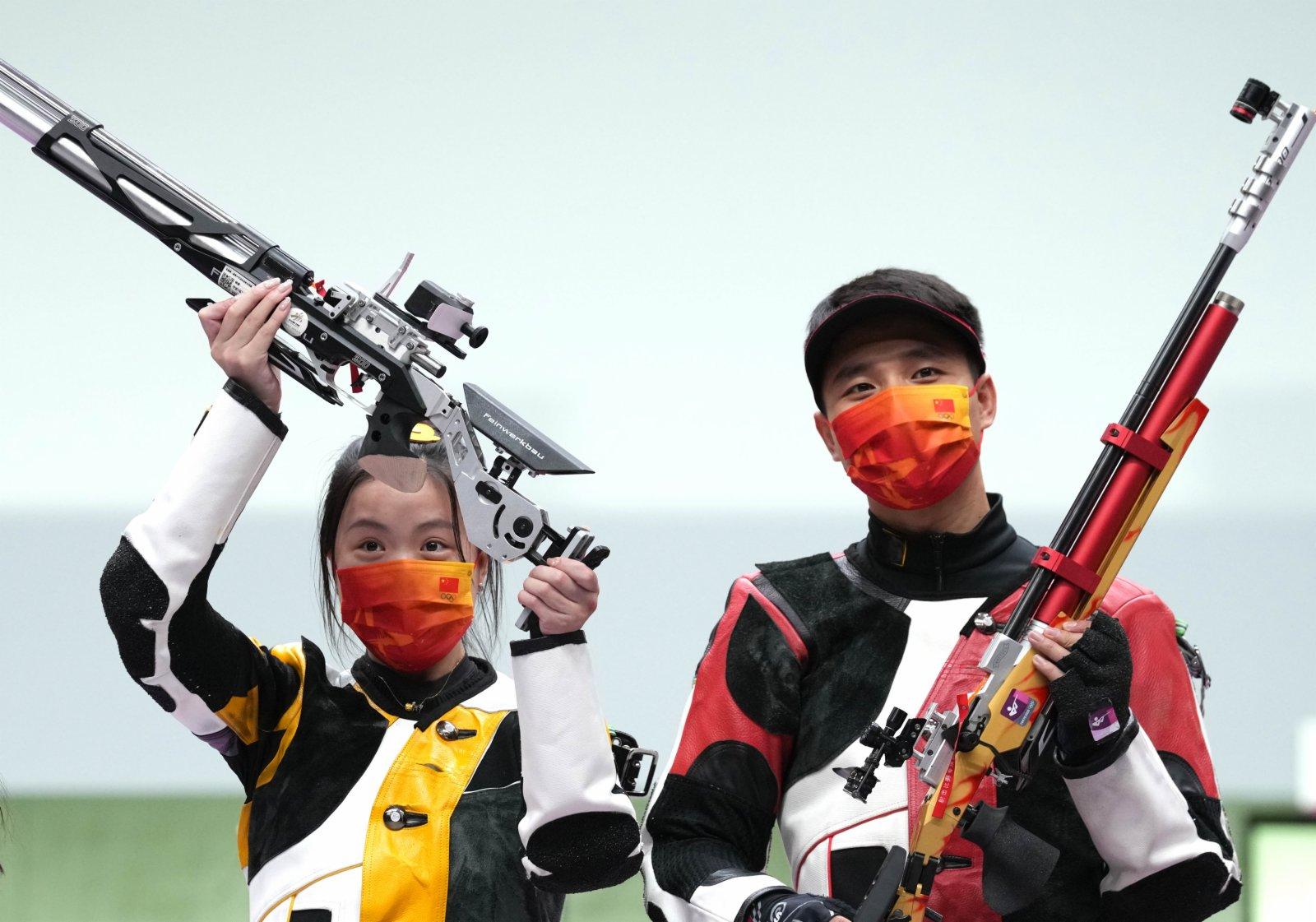 楊倩(左)/楊皓然在賽後慶祝。