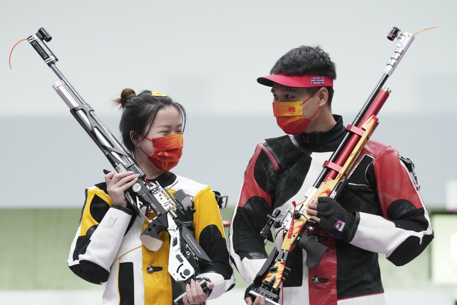 楊倩(左)/楊皓然在獲勝後。