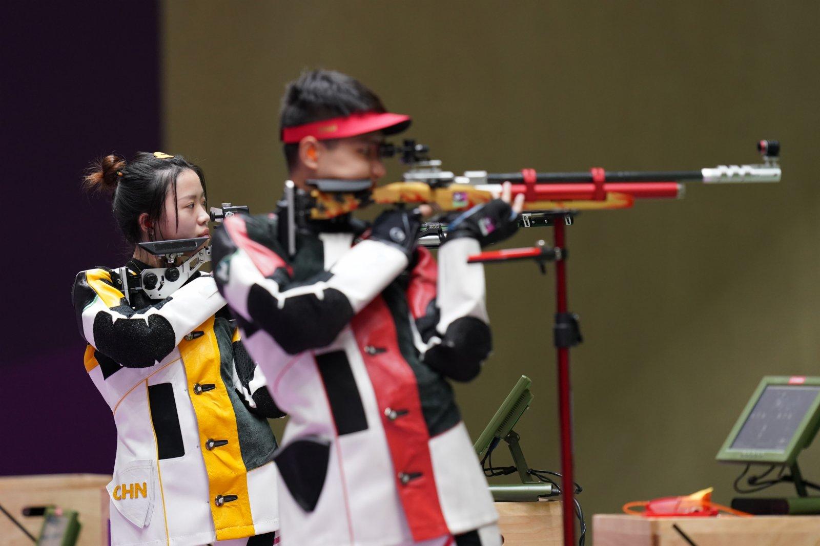 楊倩(左)/楊皓然在比賽中。