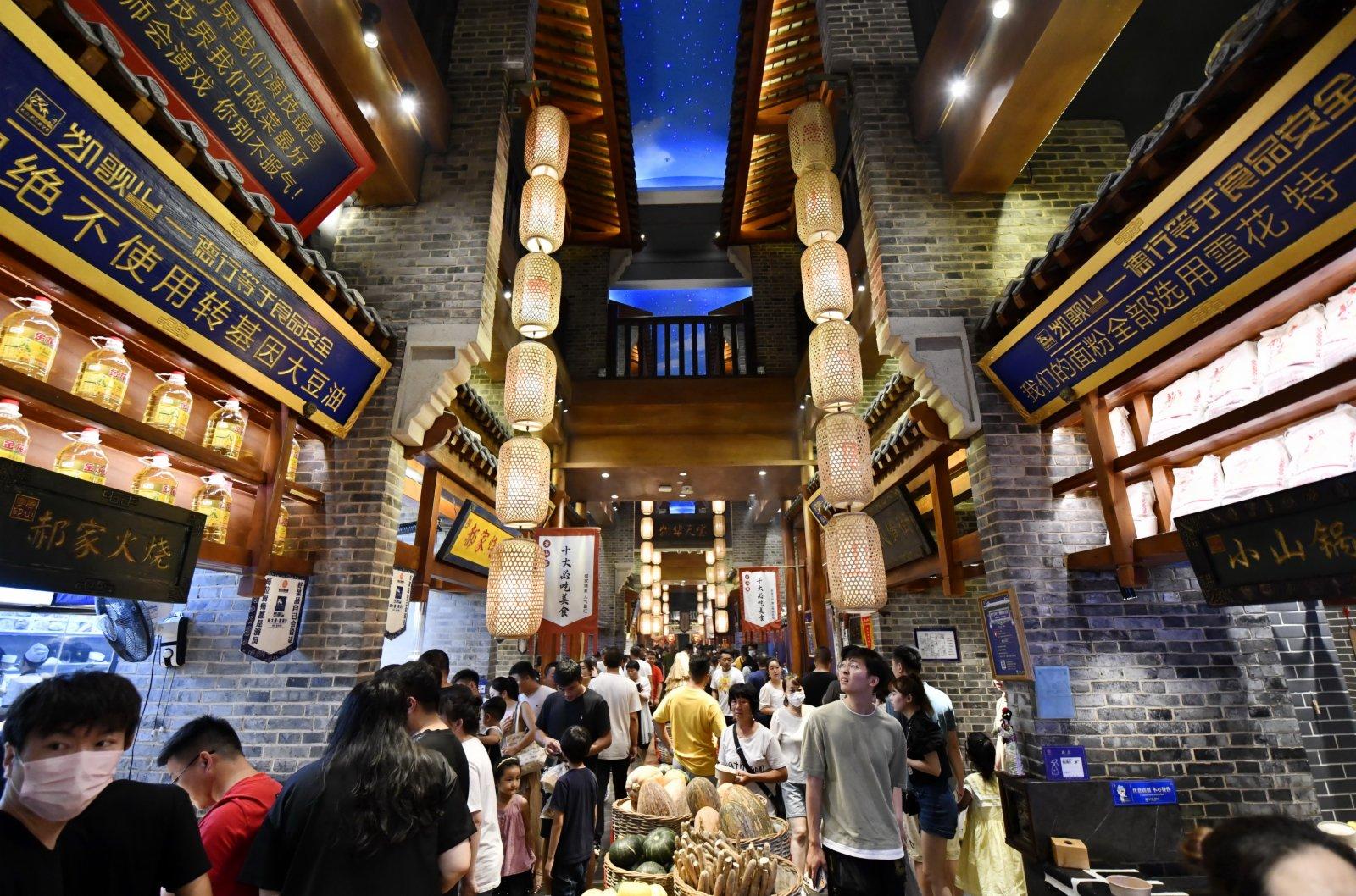遊客在唐山飲食文化博物館內遊玩。 新華社