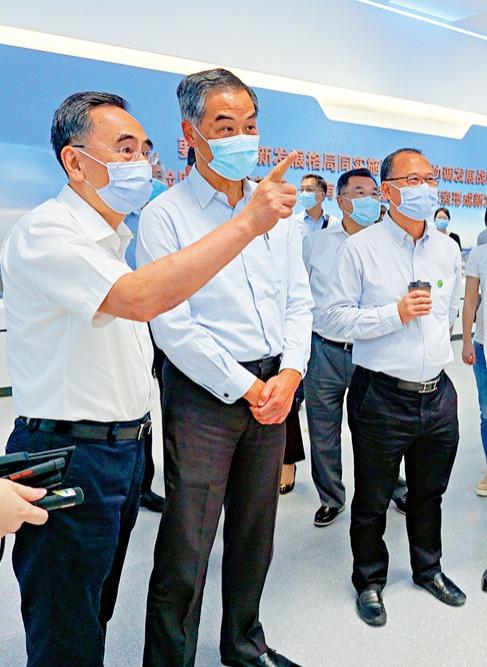 梁振英率團訪南沙 籲建香港社區