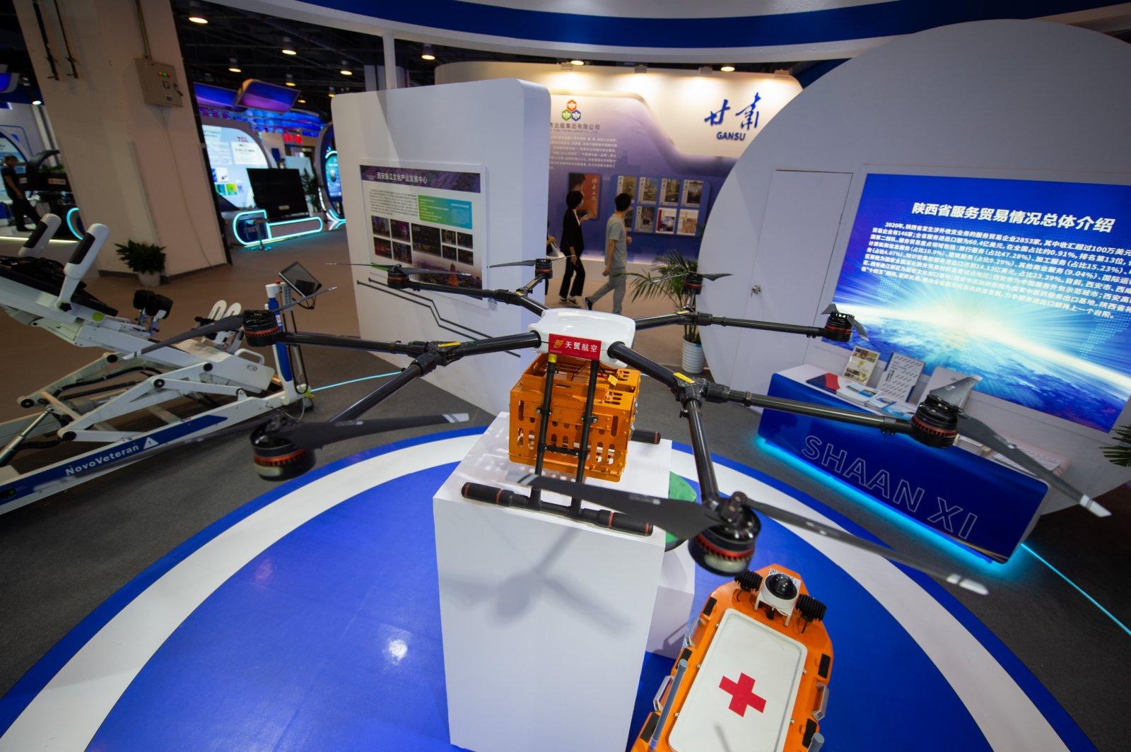 這是9月4日在服貿會國家會議中心展區陜西展位上拍攝的森林草原滅火無人機。(新華社)