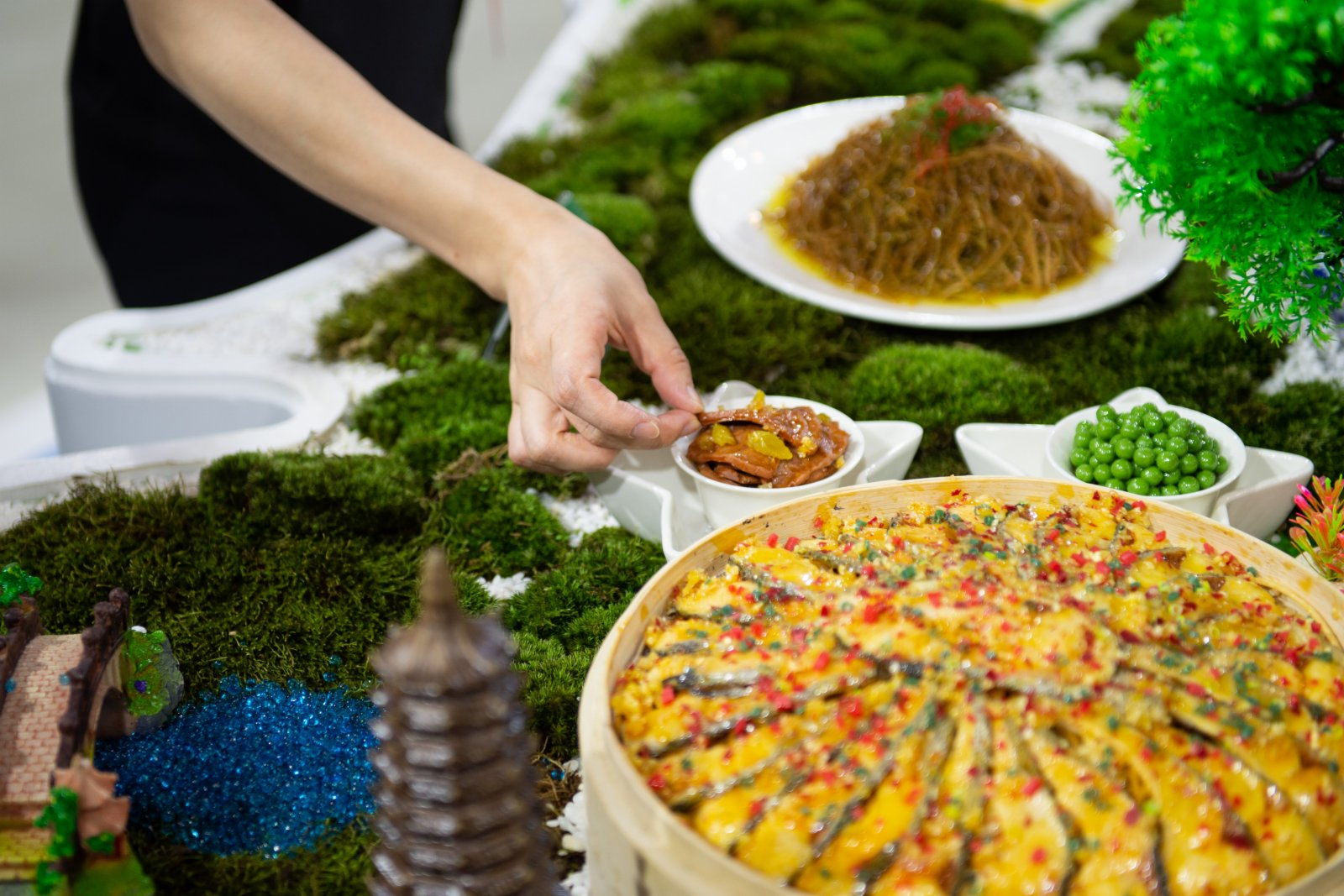 9月4日在服貿會國家會議中心展區江西展位拍攝的贛菜模型。(新華社)