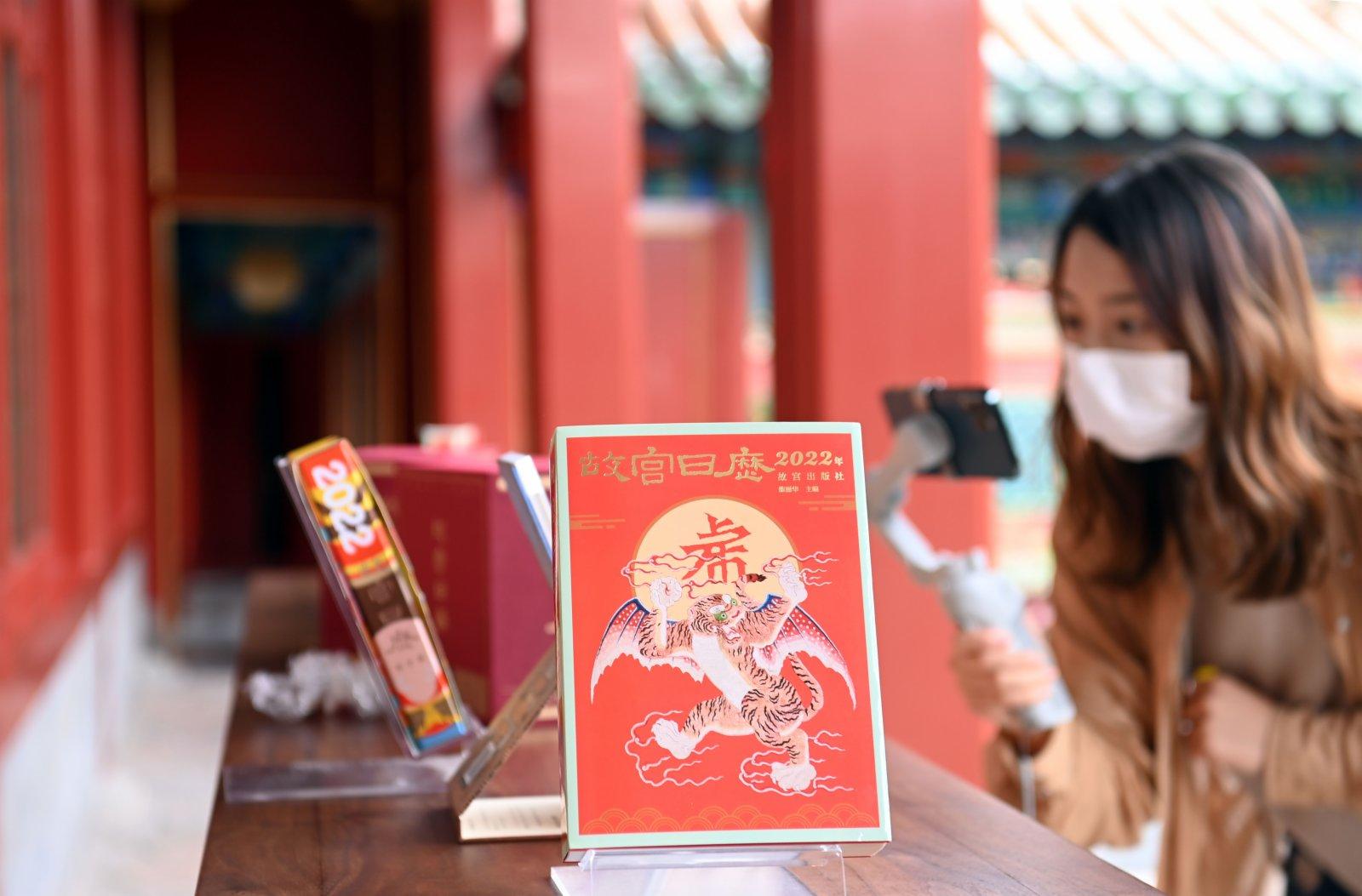 9月6日,記者拍攝2022年《故宮日曆》。