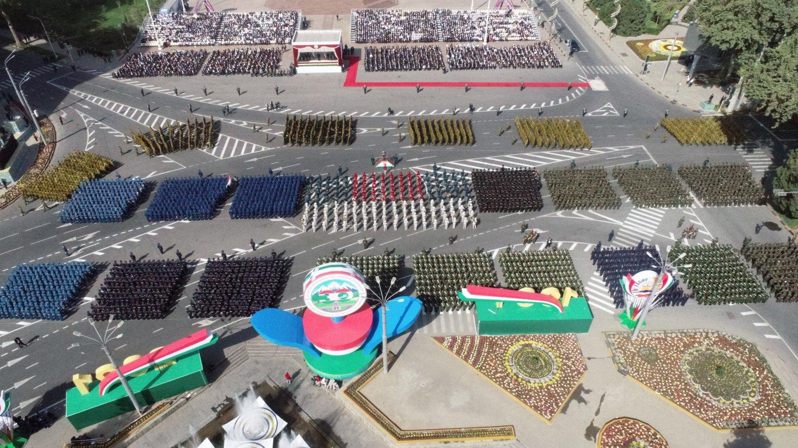 這是塔吉克斯坦杜尚別舉行的閱兵儀式現場(9月7日攝)。(新華社)