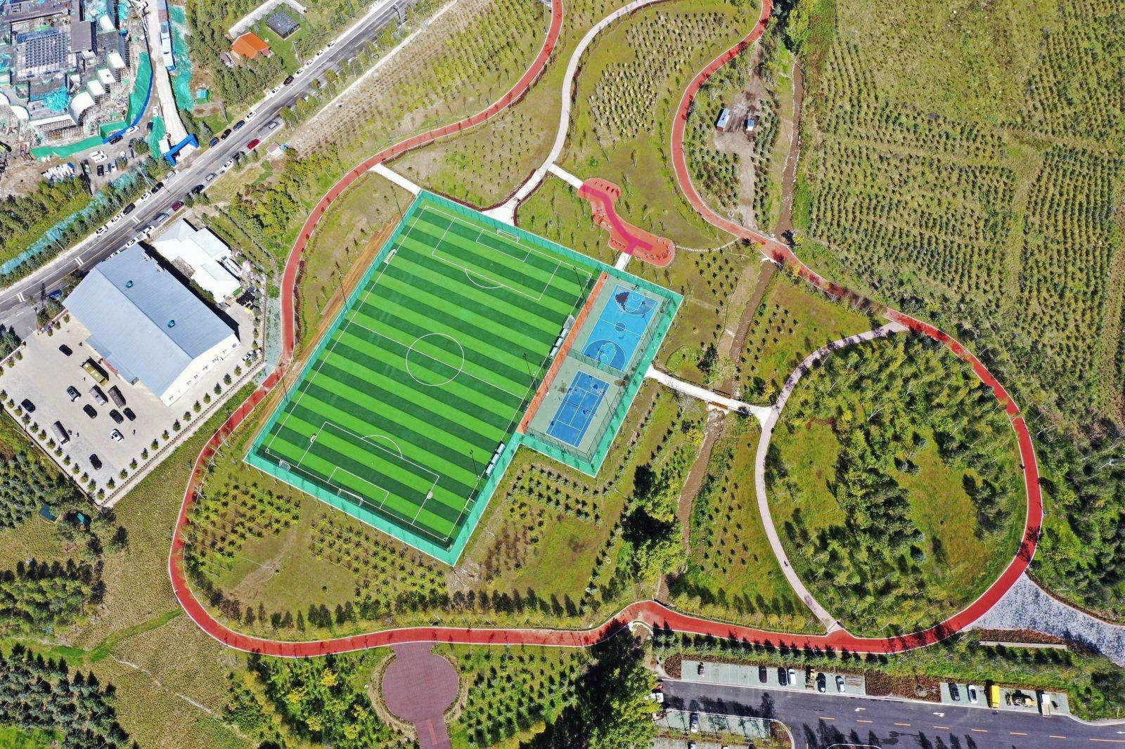 這是9月8日拍攝的張家口市崇禮區太子城體育公園(無人機照片)。(新華社)