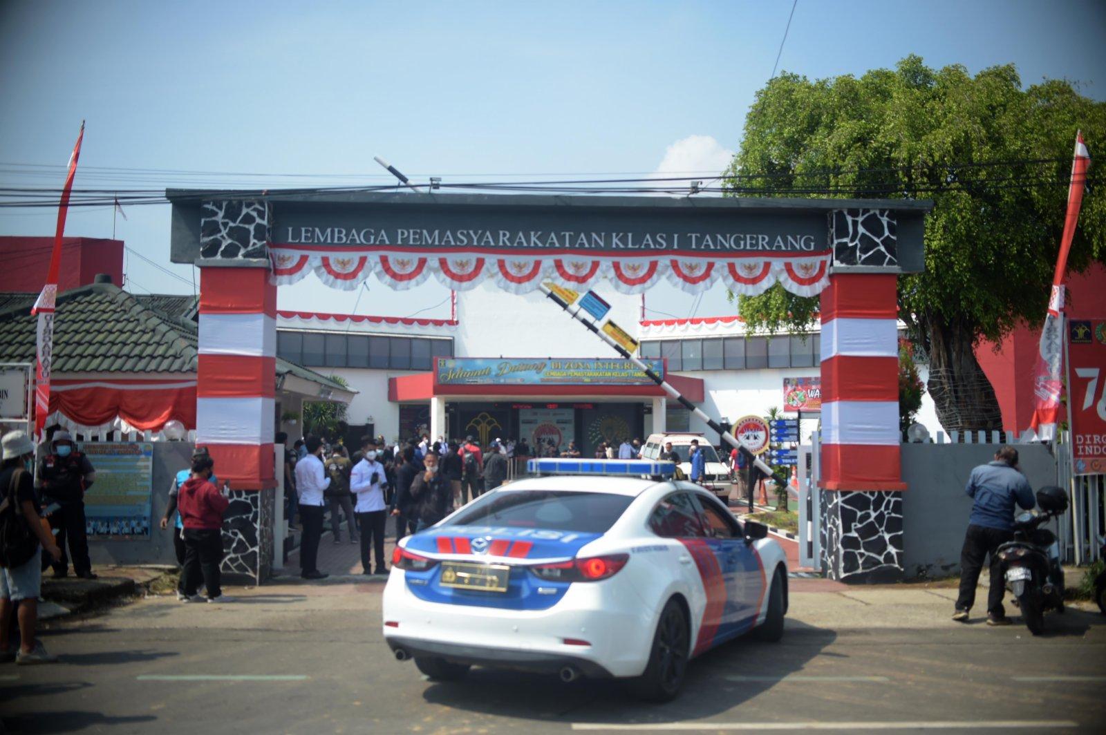 9月8日,一輛警車駛入印度尼西亞唐格朗一座監獄的大門。(新華社)